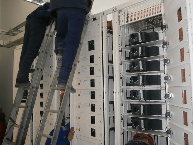 Mechanical installation of low voltage switchgear indoors