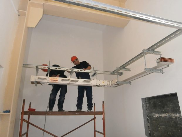 Mechanical installation of the busbar system of type Canalis, produced by Schneider Electric