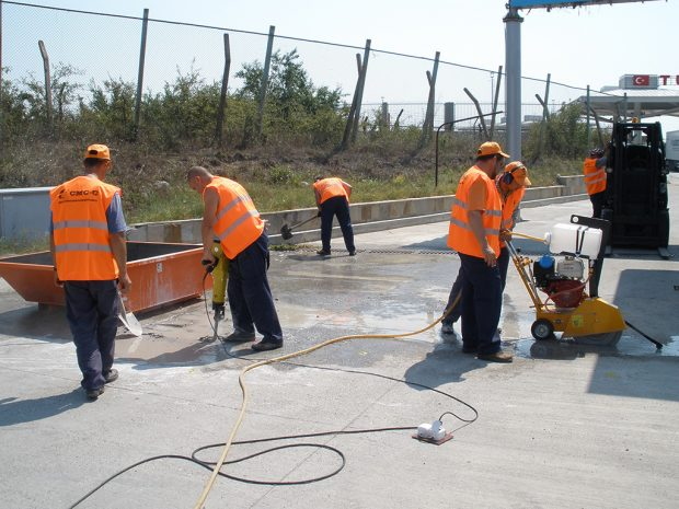 Cutting with asphalt cutter and breaking with hand tools of concrete pavement