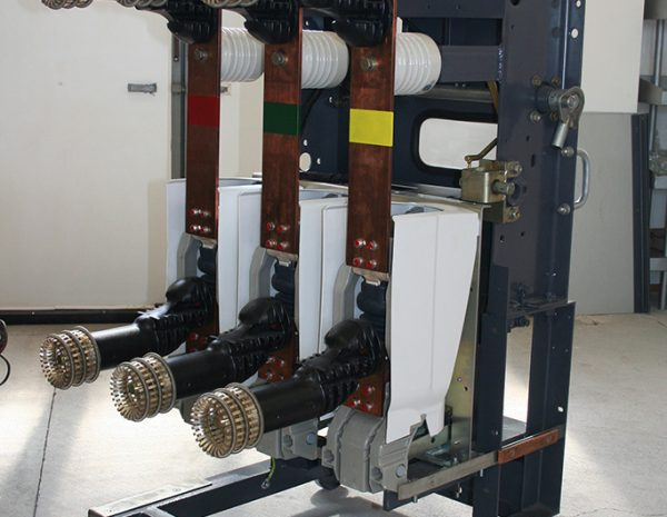 Retrofit of primary commutation of Russian complete switchgear for medium voltage (MV). Old circuit breaker is replaced with vacuum circuit breaker of type Evolis (Schneider Electric). Power plug connections are replaced