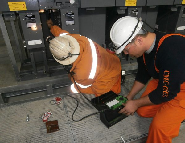 Measuring insulation resistance of Ring Main Units (RMU), produced by Schneider Electric