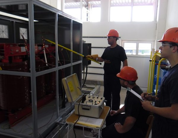 Testing the insulation of transformer 6 / 0,4 kV by AC dielectric test set