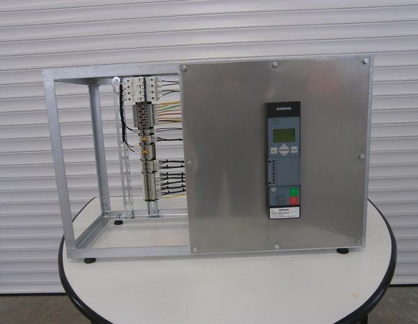 Design and production of training stand for microprocessor protection type 7SJ80 (SIEMENS).