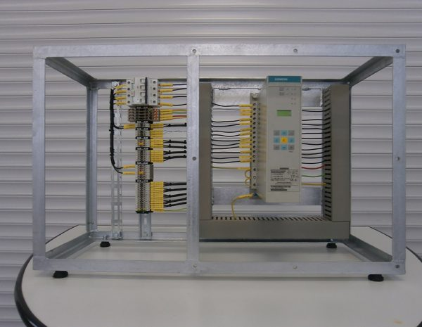 Design and production of training stand for microprocessor protection type 7SJ600 (SIEMENS).