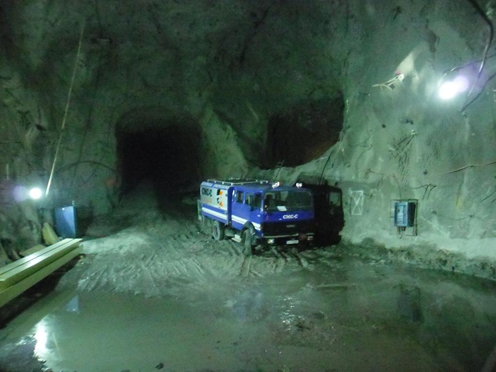 Geländefahrzeuge für Arbeiten an schwer zugänglichen Stellen, inkl. auch unterirdische Minen.